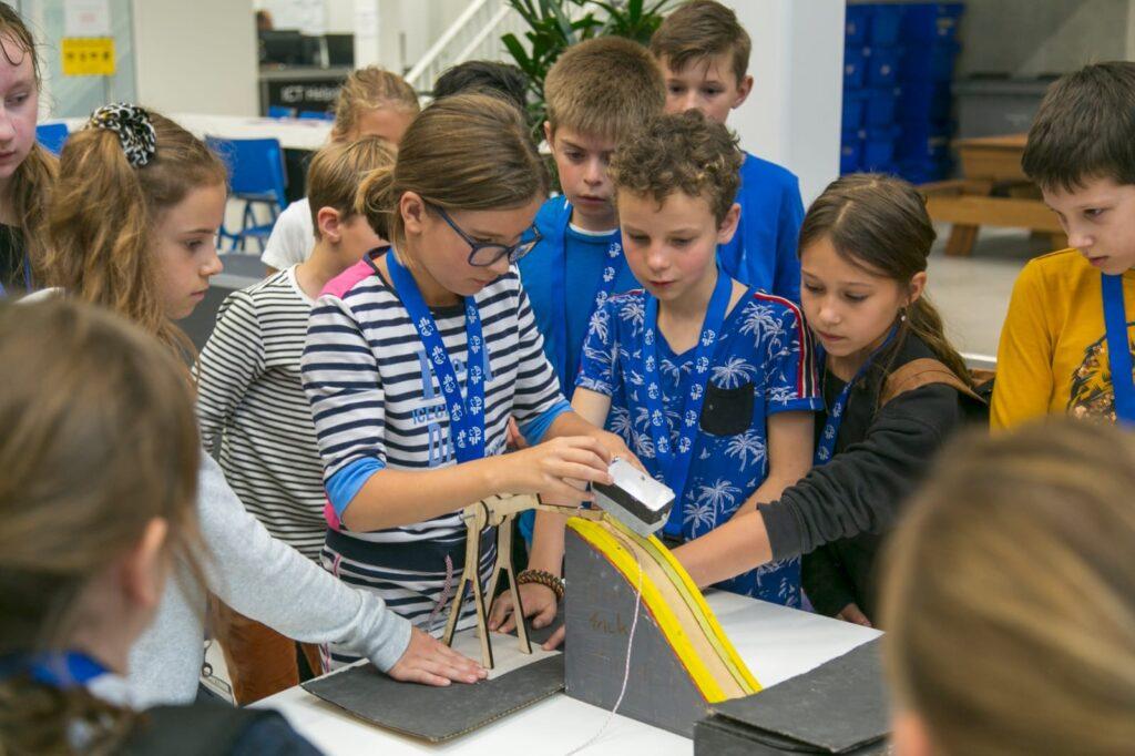 Ruim 70 leerlingen bouwen kermisattractie bij TechnoDiscovery